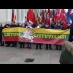 Švenčiant Kovo 11 – lietuvių eitynės Gedimino prospektu