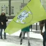Lygių teisių aktyvistės naikina valstybės simbolius