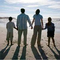 Kas šeimoje turi auklėti vaikus?