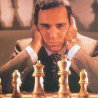 Kompiuteris - prie šachmatų lentos