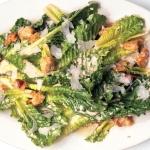 Cezario žudymas virtuvėje arba kulinarinės aistros ir spekuliacijos dėl vienų salotų (I)
