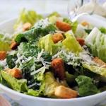 Cezario žudymas virtuvėje arba kulinarinės aistros ir spekuliacijos dėl vienų salotų (II)