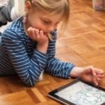 Vaikai ir internetas: neleiskime jiems kalbėtis su nepažįstamaisiais